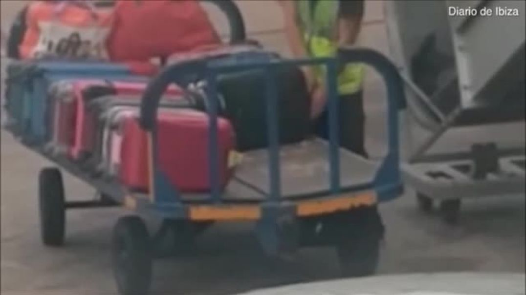 Baggage handler caught stealing from passenger's luggage in Ibiza