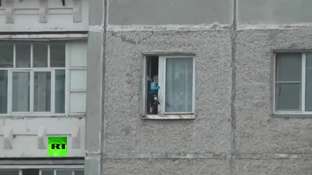 Nothing to see here- Toddler hangs from 8th floor window in Russia.mp4