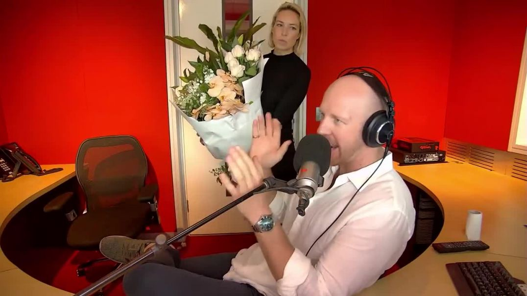 Fitzy & Wippa get FLOWERS to Prince Harry & Meghan Markle!!!.mp4