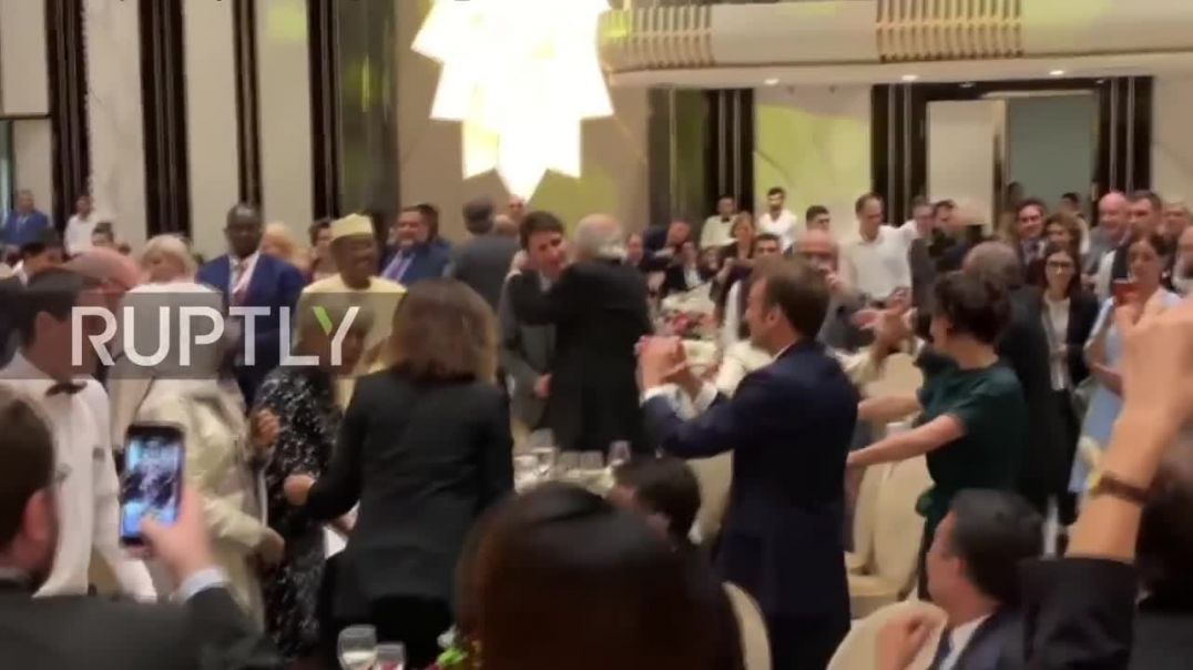 Move like Macron! French president and Trudeau dance the night away in Yerevan (1).mp4