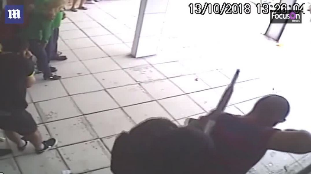 Terrifying moment robbers take 25 hostages and use them as human shields....