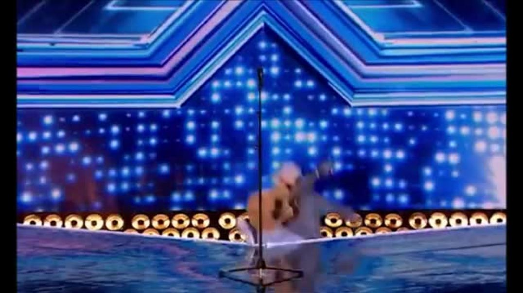 X-RAY Factor! Extraordinary moment contestant falls BACKWARDS