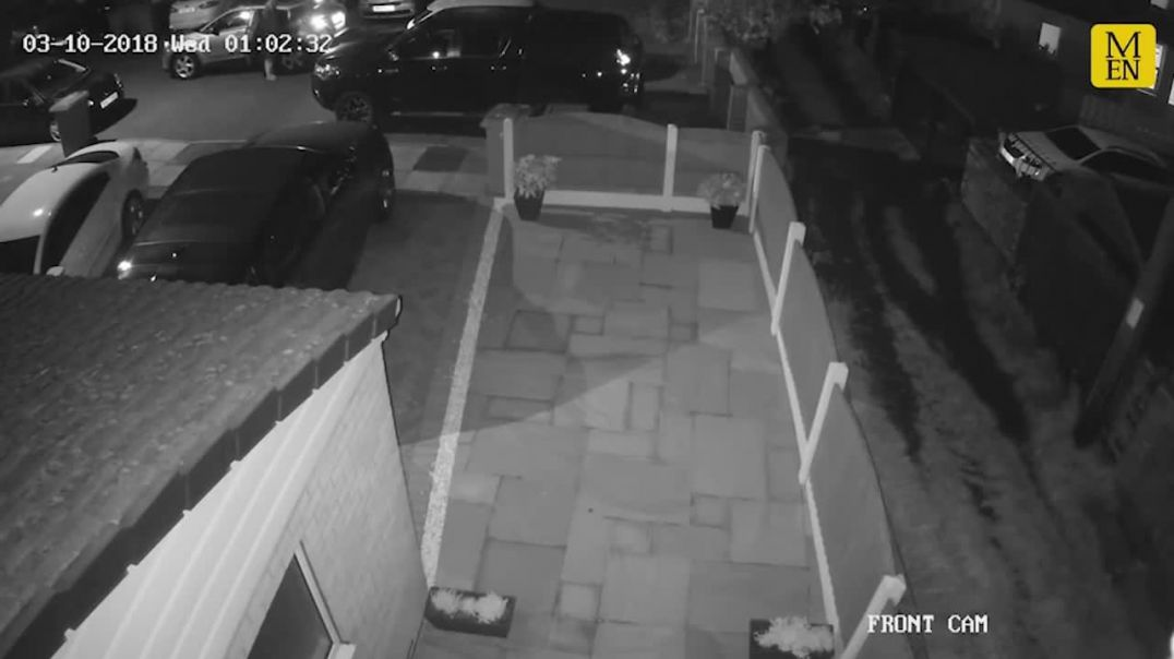 How thieves stole £30k car in less than a minute without a key as theft captured on CCTV.mp4