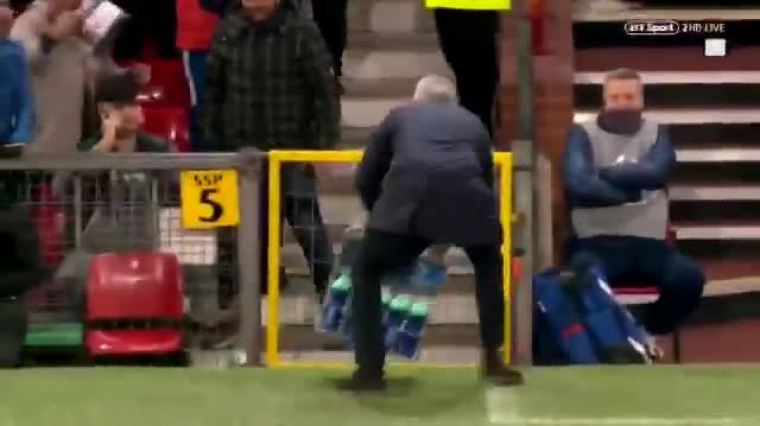 Mourinho's reaction to Fellaini's winner. You and us all Jose, mate..