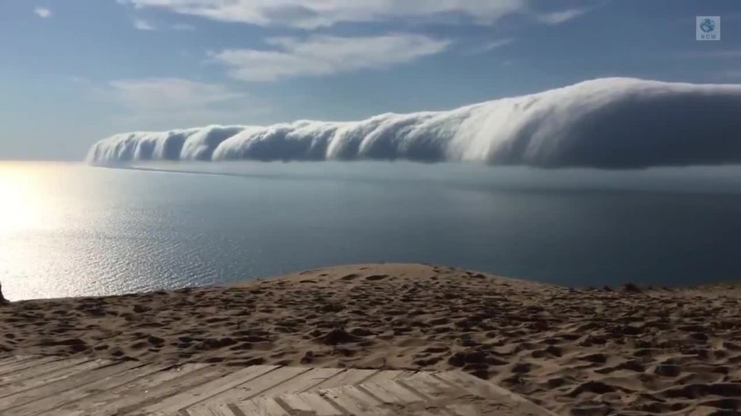 Exceptional Morning Glory roll cloud over Lake Michigan USA