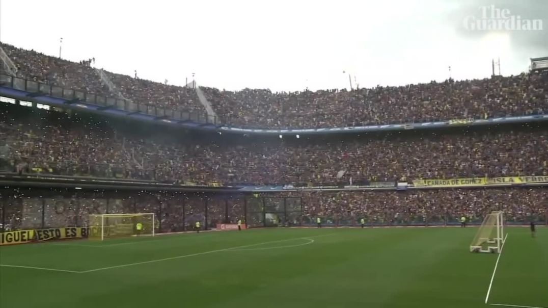 Boca Juniors fans fill La Bombonera to watch training before Copa Libertadores final.mp4