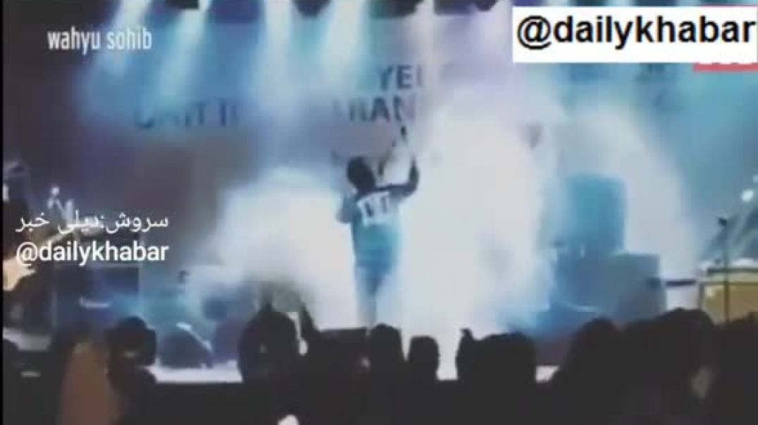 Indonesia tsunami Horrifying moment deadly waves wipe out stage as band play