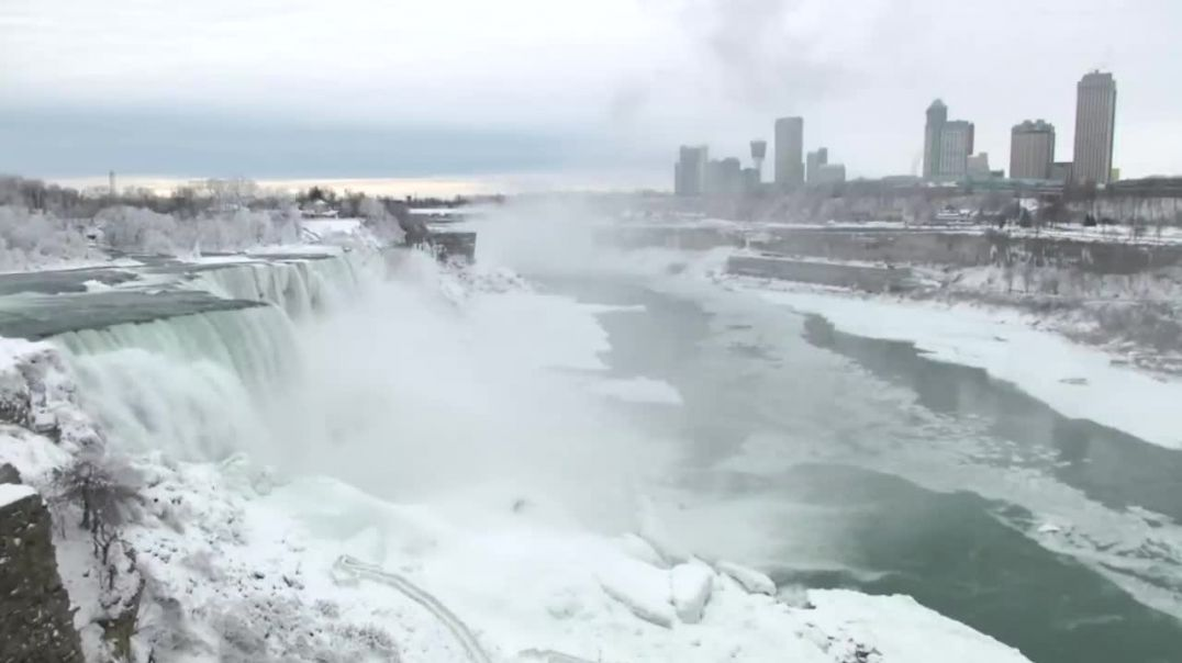 Parts of Niagara Falls freeze due to cold snapwinter storm