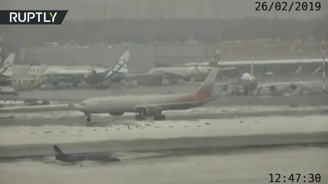 Caught on cam Business jet overshoots runway at Moscow's Sheremetyevo Airport (1).mp4