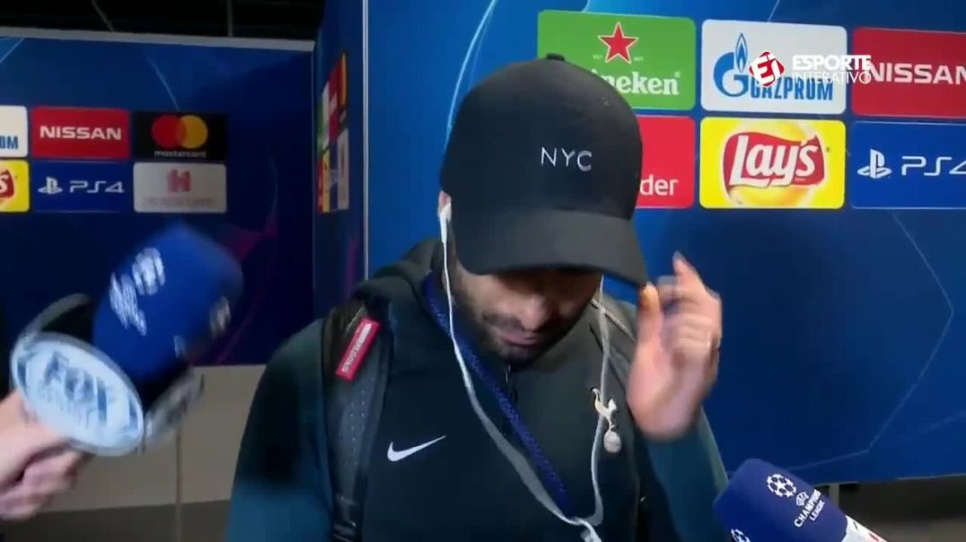 Lucas Moura starts crying after seen his goal (1).mp4