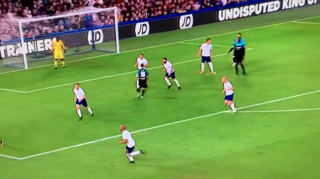 Roberto Carlos INSANE BACK HEEL FLICK PASS vs England (SoccerAid2019).mp4