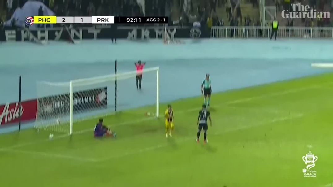 Incredible free-kick goal from midfield in Malaysian FA Cup semifinal.mp4