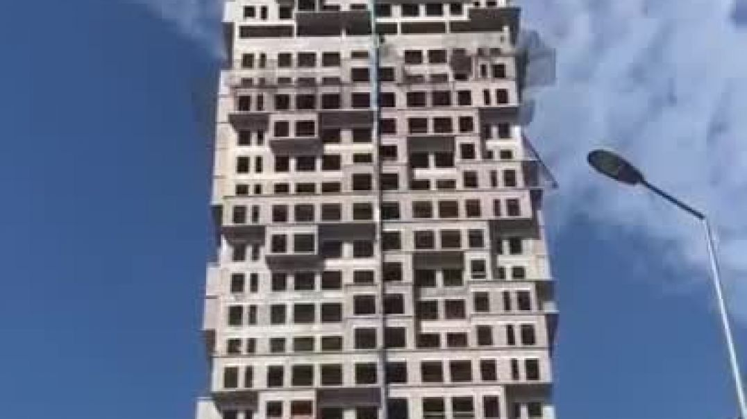 Watch Buildings shake as Istanbul is ROCKED by terrifying earthquake.mp4
