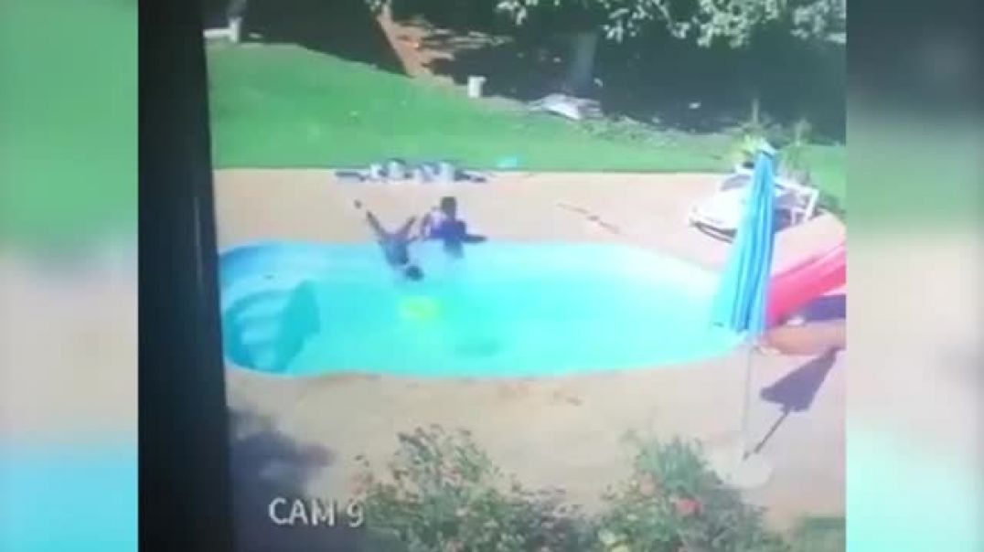 Thre Old boy save his friend drowning in the poll